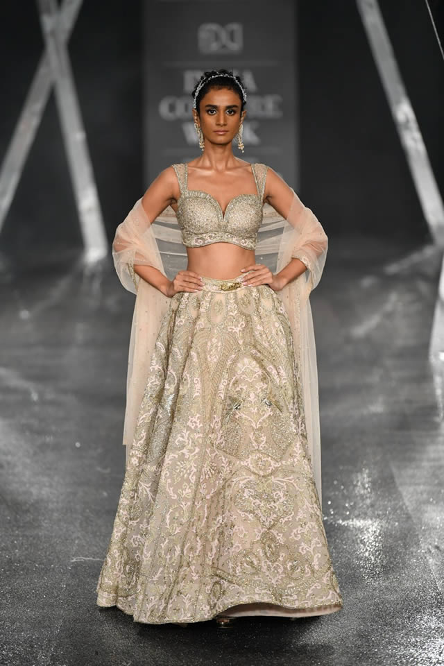 Falguni-and-Shane-Peacock-India-Couture-Week-Collection