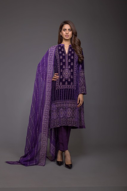 Bareeze-Luxury-Winter-Embroidered-Dresses-Shawls-Designs-2