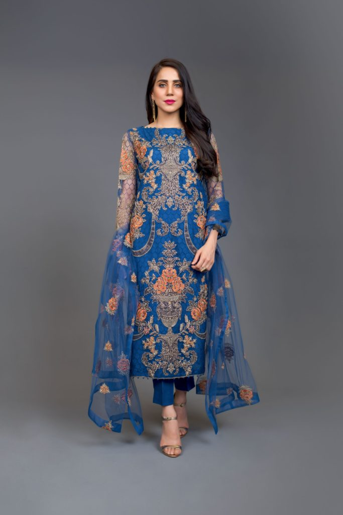 Bareeze-Luxury-Winter-Embroidered-Dresses-Shawls-Designs-6