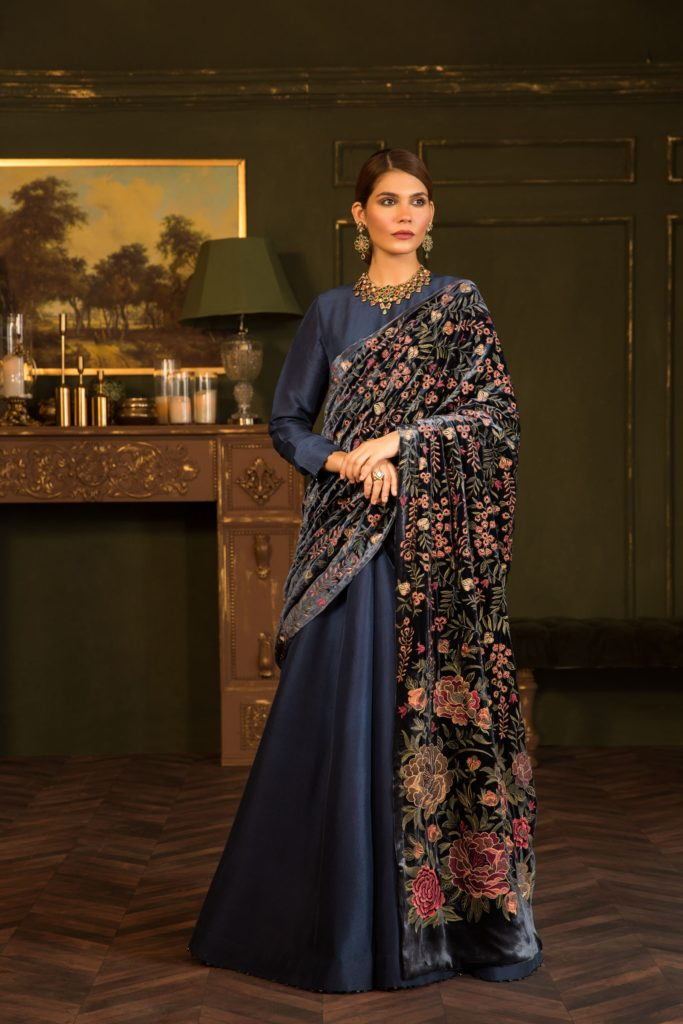 Bareeze-Luxury-Winter-Embroidered-Dresses-Shawls-Designs-8